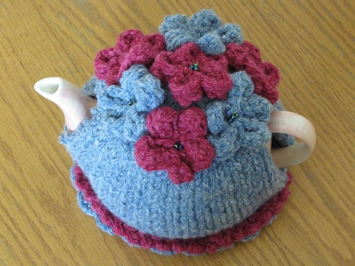 Teapot cosy with flowers