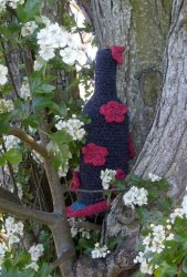 Knitted bottle cover flowers